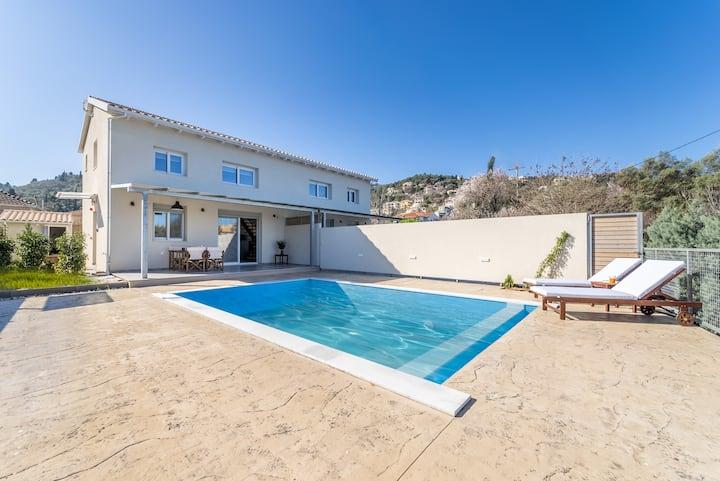 Villa Vertzami 5 min away from endless Ai Giannis beach and Lefkada town
