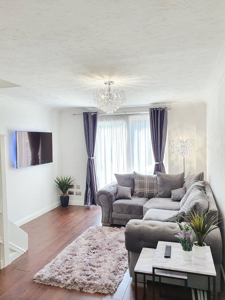 Double Room for rent w/ Living room/Garden