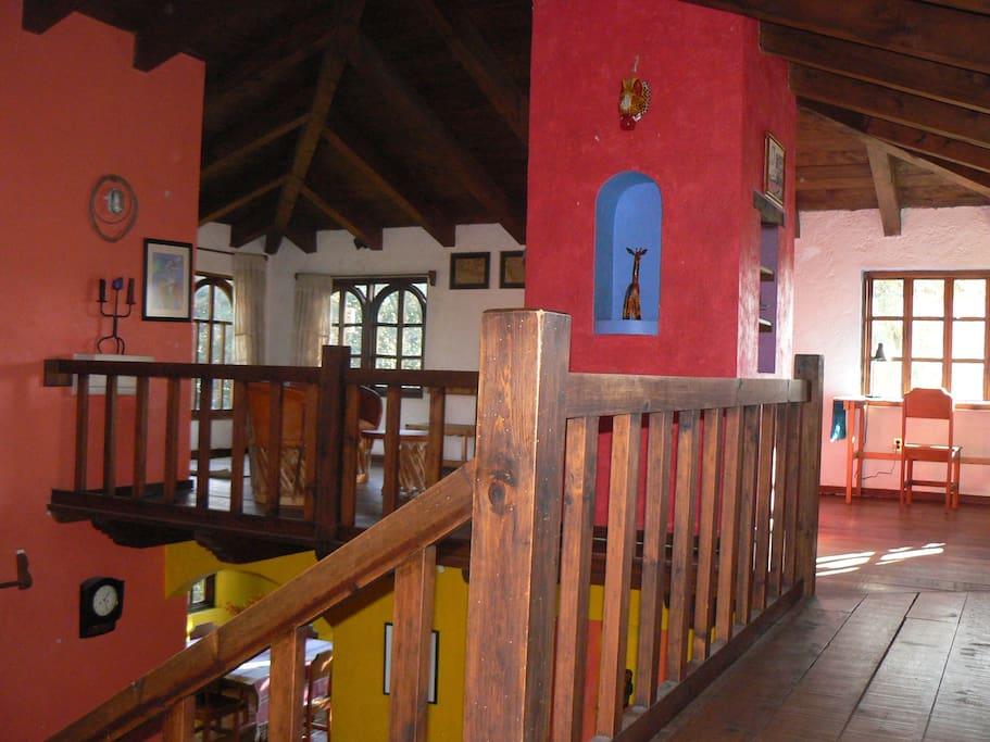 Madera certificada, manufactura de albañiles, artesanos y artistas locales empleados para renovación de monumentos históricos por el Instituto Nacional de Antropología e Historia (INAH)