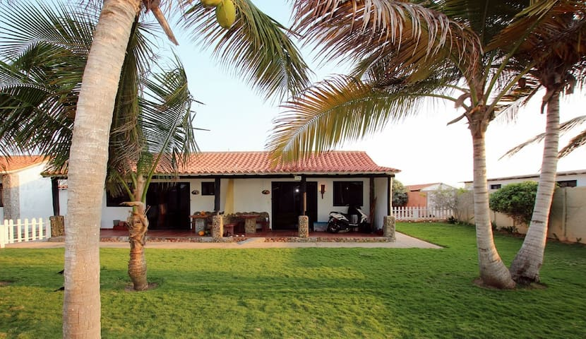 Beautiful cabin on the Coche Island for Kitesurfer