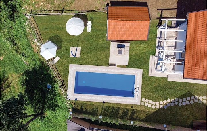 Amazing home in Tomici with WiFi, Outdoor swimming pool and 4 Bedrooms