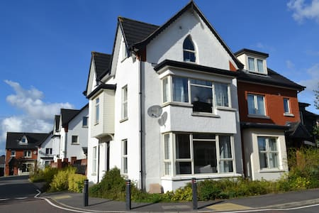 NEW BRIGHT MODERN 4 BED 4 BATH TOWN HOUSE BELFAST - Maison