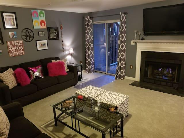 Cozy Basement Room at CenterHaven