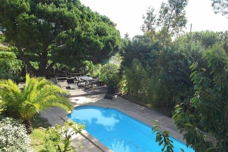 Saint Aygulf. Beau T3 dans villa avec piscine.