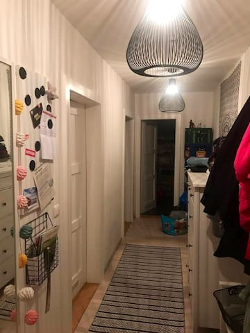 Zimmer in Altbauwohnung im Herzen Münchens