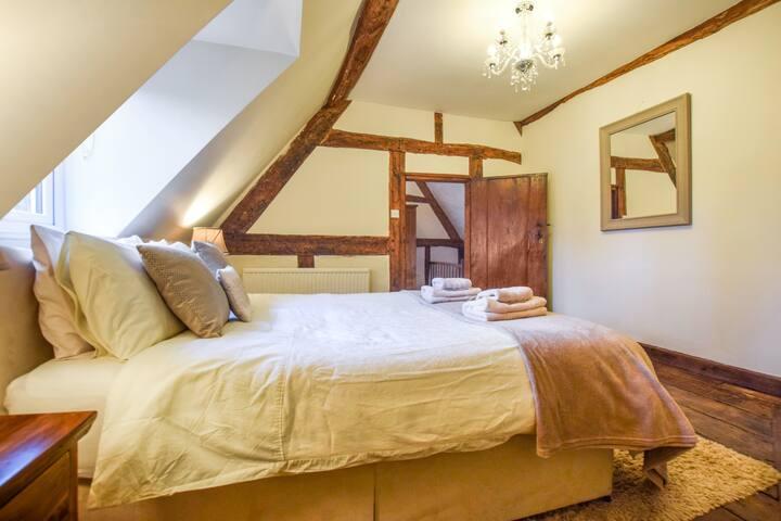 Bedroom 4: king-size bedroom