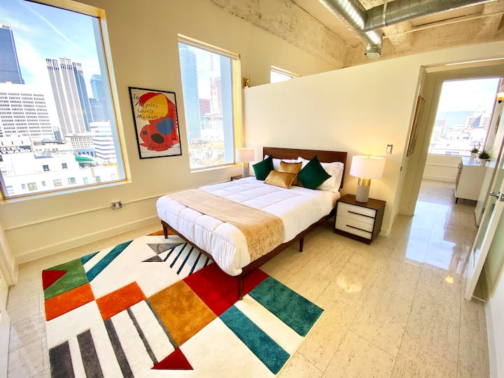 High-Rise 2B/2B Corner Loft in Downtown LA