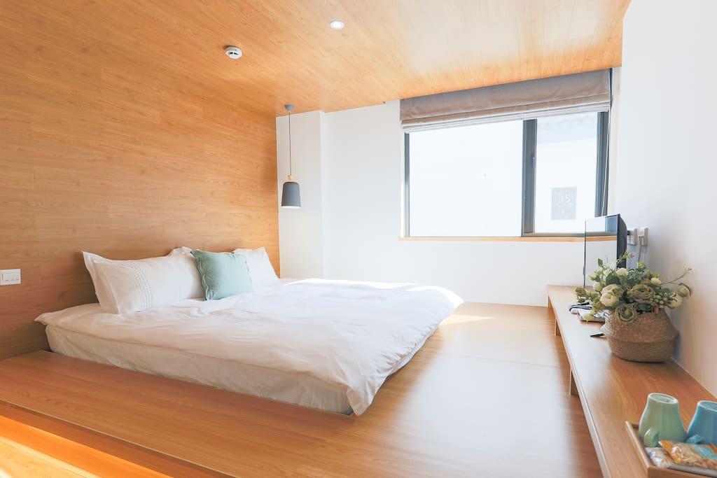 房间配有华数高清数字电视,矿泉水、咖啡及茶包