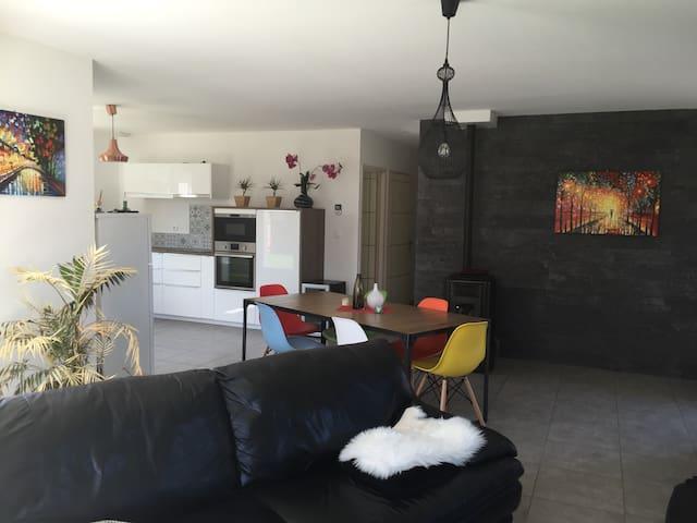Belle villa+terrasse - idéal séjour pro/détente - Sardieu - Rumah