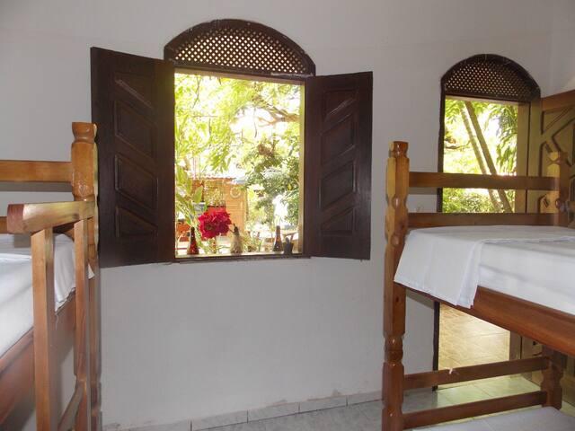 Cama em Dormitório Feminino com 4 Camas (Cajueiro)