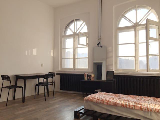 Просторная комната в немецком доме (стадион рядом)