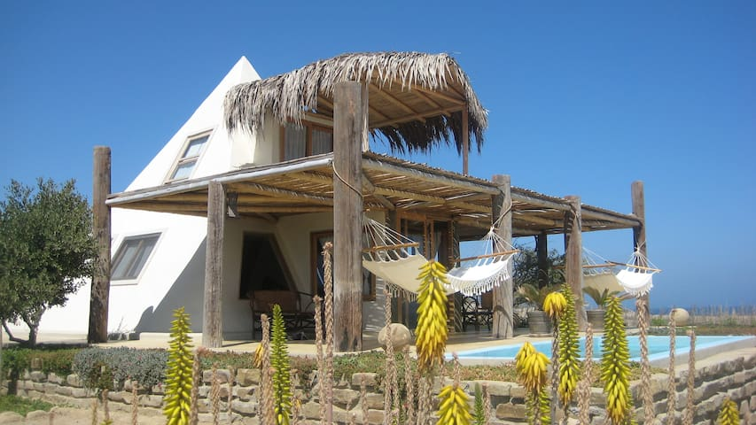 Pyramid bungalow with private pool - Organos