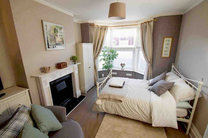 ✅Town Centre ✅fully Equipped ✅Free Parking ✅ Comfy
