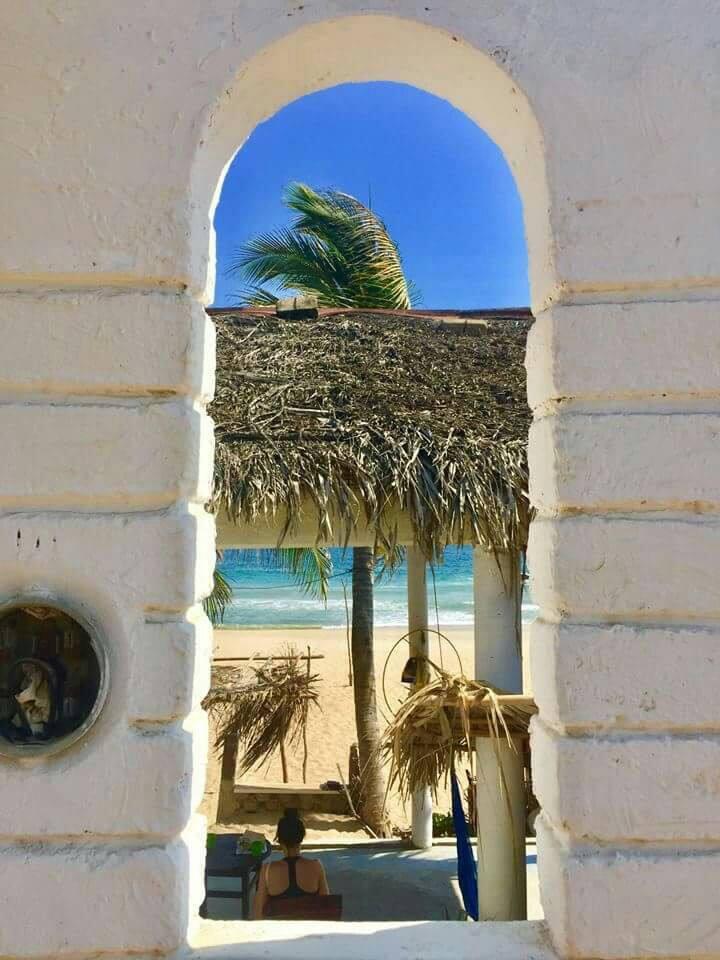 Sobre la Playa - LORA - Casa Corazón.
