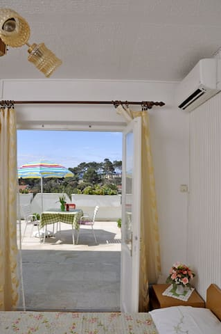 Lovely room near town and sandy beach