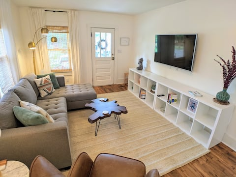 Cozy Downtown Bungalow w/Hot Tub, Featured on HGTV