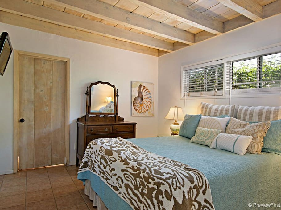 Master bedroom w/ private full bathroom, flat screen wall mounted TV, queen bed.