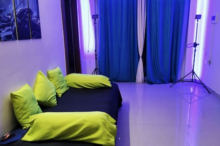 Private Room in Luxurious Flat   Free Wifi - BLR