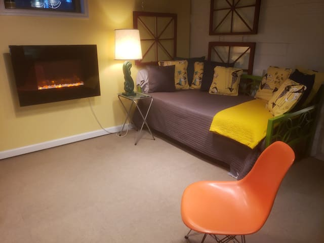 View of the daybed and fireplace in the living room.