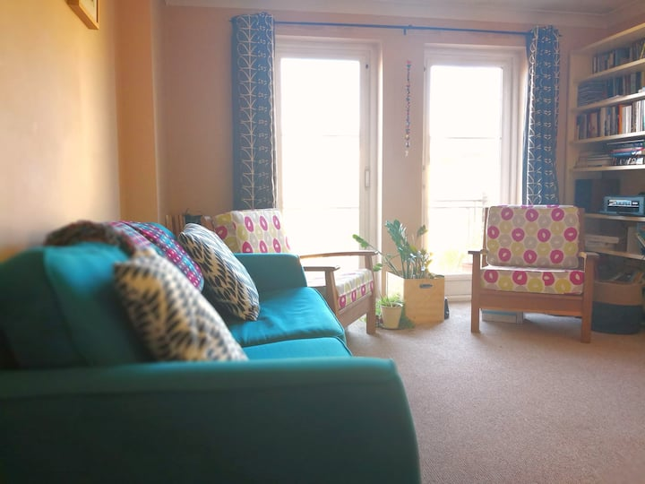 Peaceful Flat in Great Location with Parking Space