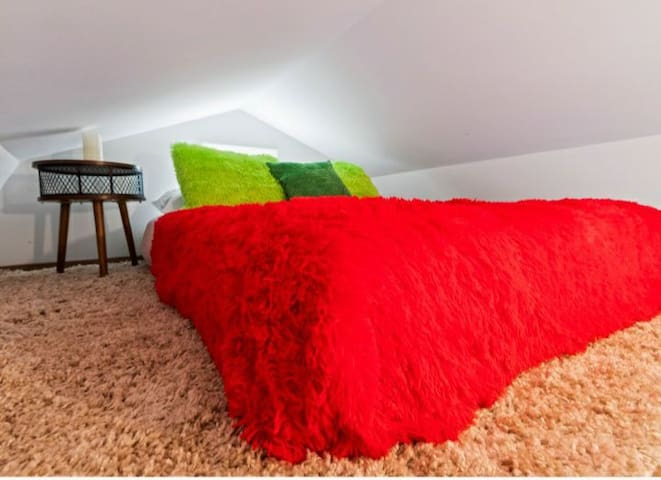 Loft and Queen size bed