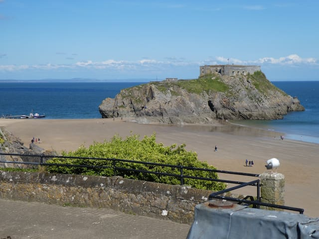 5* Flat in Tenby with Uninterrupted Sea Views