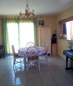 Belle chambre claire  ensoleillée - Clisson - Haus