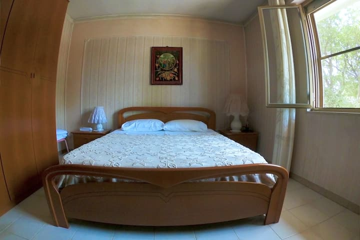 Intimate Double Room - Free Parking, WiFi & Garden