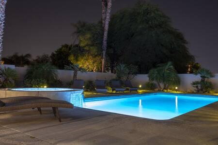 ## NEW! Beautiful Modern Escape - Salt Water Pool, Jacuzzi, Cabana, BBQ, Chess