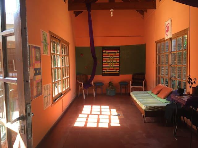 Luminosa  y relajante casa a 25' min de CABA -