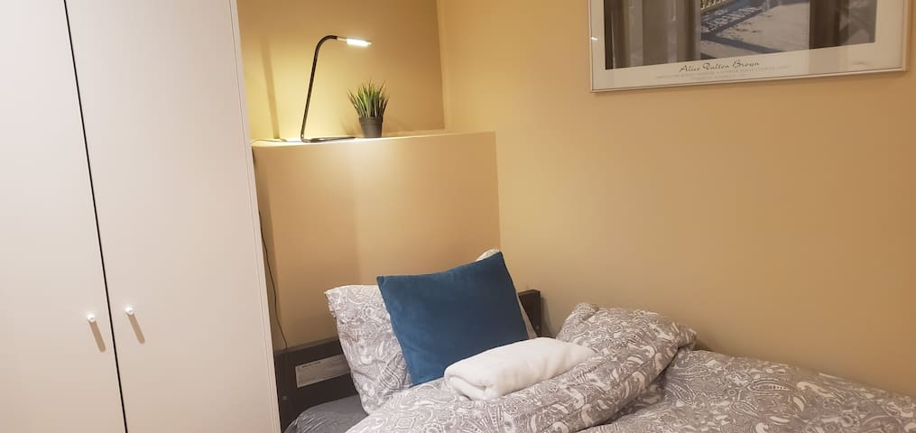 Quiet shared room for men's only. No.11 single bed