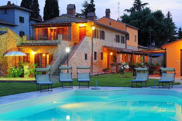 Appartamento ad Arezzo con piscina - Pratantico - Lägenhet