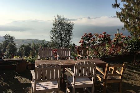 Superior Room - Private Balcony Sunrise & Stars - Pokhara - ที่พักพร้อมอาหารเช้า