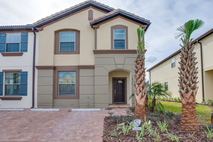 8830GC New Fantastic 5 Bed 4 Bathroom Town Home