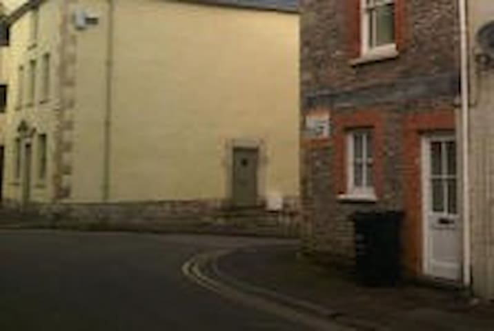2 bed flat, quiet central location, sleeps 5. - Shepton Mallet