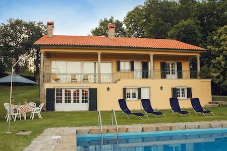 Beautiful house w/ pool and garden - Paredes de Coura - Ház