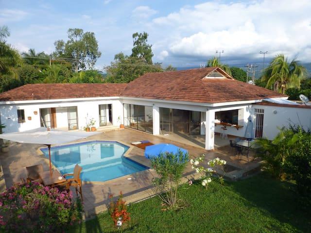 Agradable linda Propiedad piscina privada