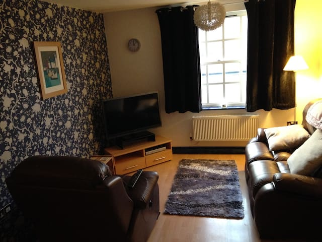 Cozy 2 Bed City Centre Apartment - Worcester - Huoneisto