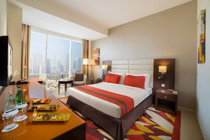 Stay at the heart of Downtown Dubai