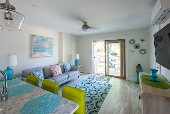 """Salt life"" Fresh New Coastal Apt near Dock Square"