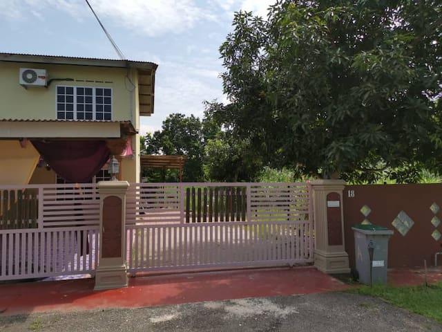 Sri Makmur Pontian Homestay