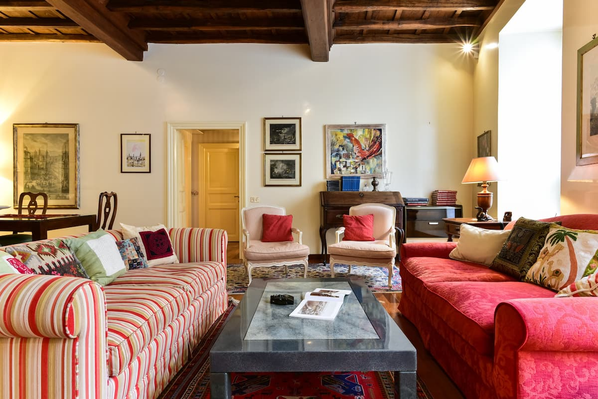 Exclusive Pantheon Apartment Three Bedrooms Two Bathrooms