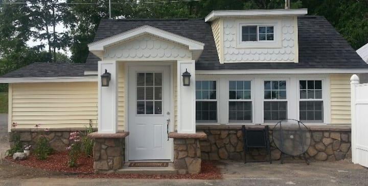 Stone House Cottage - on Oneida Lake, Upstate, NY
