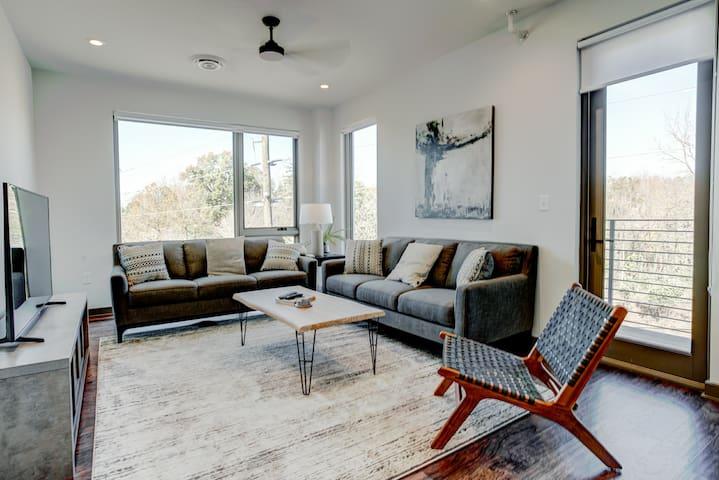 Broadway Loft 320: Downtown Asheville's newest gem, upscale luxury!