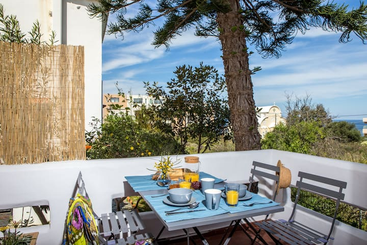 Sunny and comfortable apartment in Chania-Kalathas