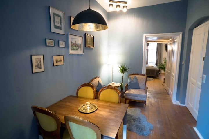 Charming vintage flat in the heart of the city