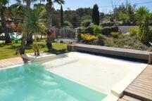 plage piscine et aire de jeux