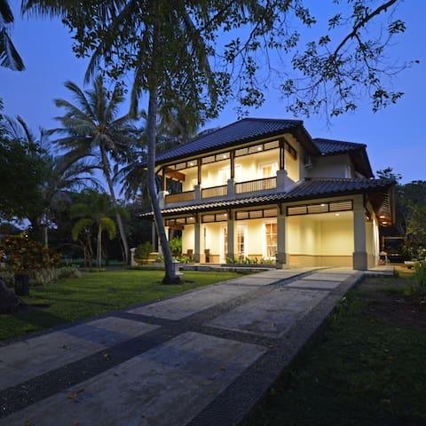 Villa Biru @Tanjung Lesung, Banten