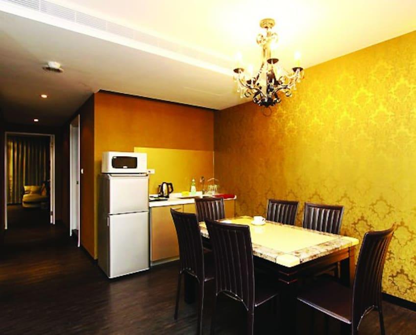 2A-華麗年代-餐桌./冰箱/微波爐/電熱水壺