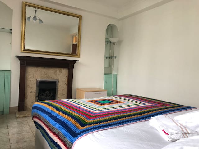 1 MINUTE WALK FROM KINGS CROSS STATION THAMES LINK